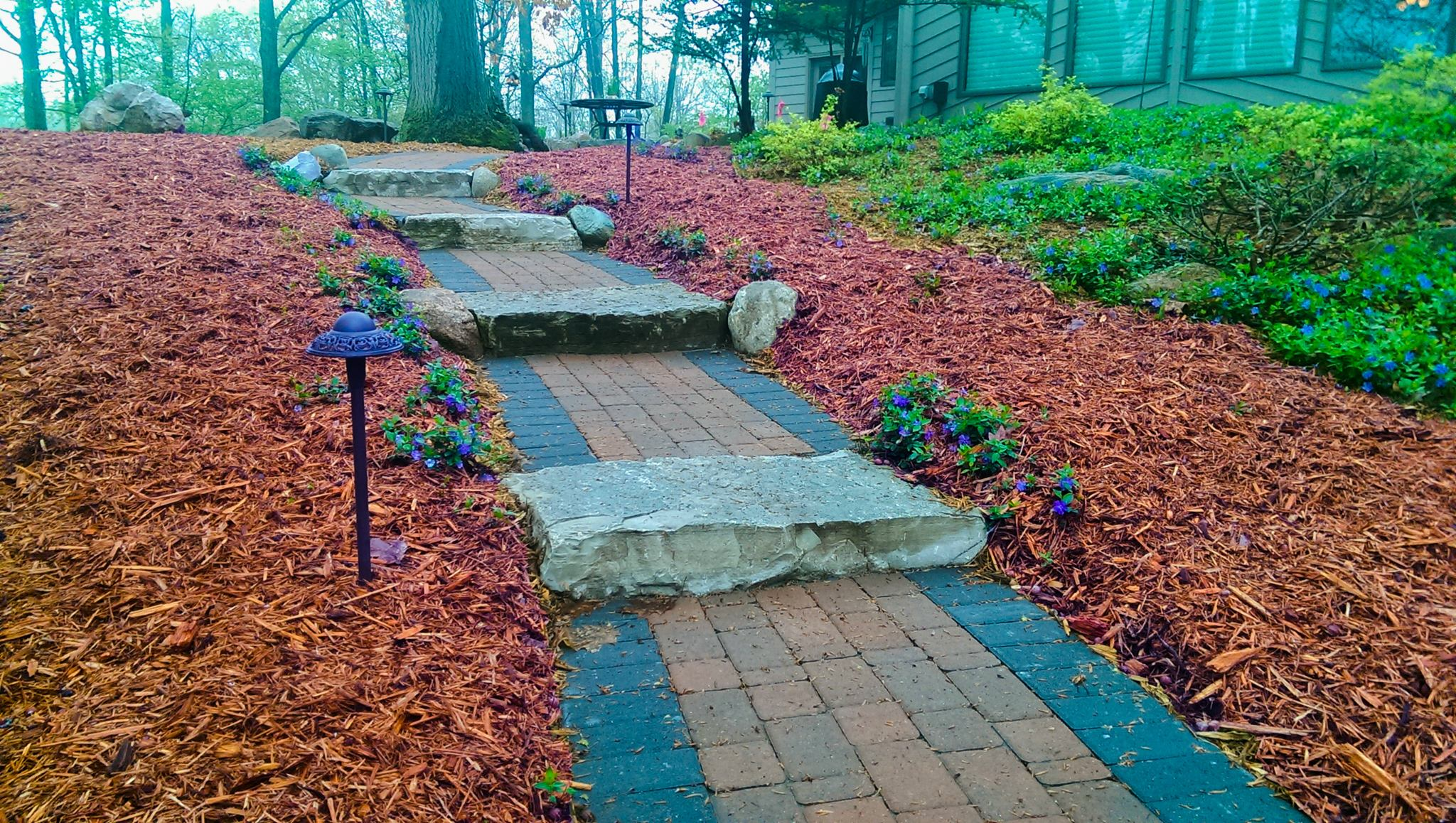 Pathway-with-Mulch-1.jpg